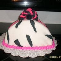 2008_0810Summer20090035.jpg This was my first attempt at a purse cake.....