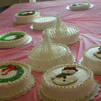 Christmas Cakes 12 ladies all first time cake decorator made 6 (3 designs) beautifull Christmas theme cakes. Designs were mostly inspired from here. Thank...