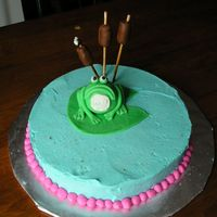 Kakesplus_229.jpg frog is made from fondant and so is lily pad.