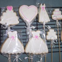 Bridesmaid Cookies Another pic of the cookies for my bridesmaid bouquet. Almond NF with MMF and royal details.