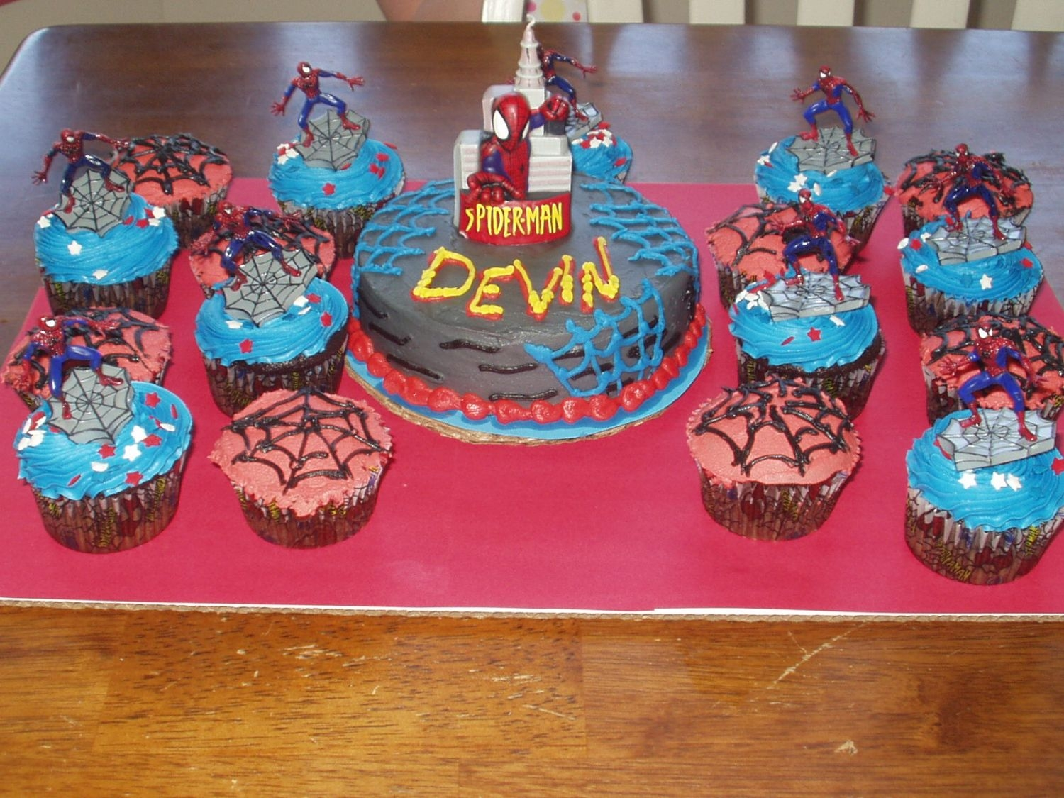 "Spiderman 6"" round with candlecupcakes"