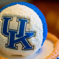 University Of Ky Basketball Cake This WASC round basketball cake had strawberry buttercream filling with buttercream icing. I used rice paper for the logo. The basket below...