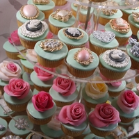 Bling Cupcakes Bling cupcakes for a photoshoot /filming