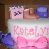 Shopping all decorations are made out of fondant, gumpaste. The bag and purse are made out of RKT