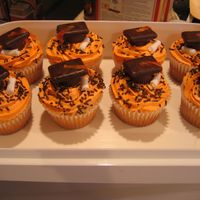 Graduation Cupcakes  I made these for a group of high school seniors that I teach - the caps are made of a chocolate covered grahm cracker on top of a mini...