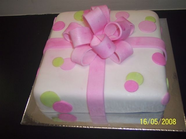 Present Cake My first time doing a loopy bow.....