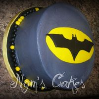 Na, Na, Na, Na Batman! WASC Cake with Sugar cookie in the middle, buttercream icing, fondant accents....TFL!!!!