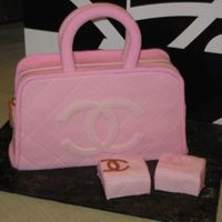 "Chanel Purse Cake And Wallets Chanel Pink Bowler handbag. Actual size with matching ""wallets."" I was very pleased with the way this one turned out! Quilting..."