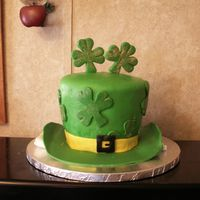 St Patrick Day Hat Vanilla cake covered in MMF.