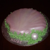 Shell With Pearl Cake