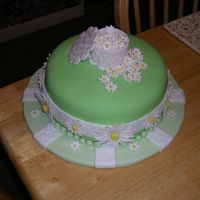 Daisy Cake This cake design is from the Wilton Fondant and Gumpaste course. It was not one of the grand finale cake designs, but I liked it better...