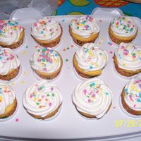 Cupcakes  Just a set of quick cupcakes to take to a block party. They were gone within 30 minutes. (all 2 dozen of them!). The big ego boost? Well,...