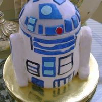 R2D2 This cake took a lot longer than I thought it would, but it was a lot of fun to make :-) Thanks for looking!