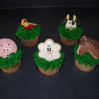 Barn Yard Cookie/cupcakes Thanks for looking! These were soo fun to do! Mini animal cookies ontop of cupcakes!