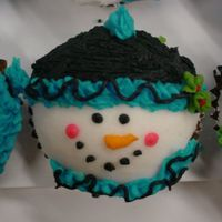 Snowman Cupcakes I loved these when I saw them on the site. Thanks so much for sharing the instructions and all the inspiration. I had to make 50 of these...