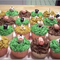Farm Animal Cupcakes all fondant animals