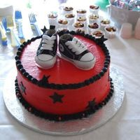Converse.jpg The shoes are real. I couldn't do the gumpaste ones to save my life. :(