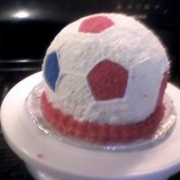 Soccer Ball Sorry its blurry, but my camera batteries went dead and I had to use my camera phone. Anyhow, done in buttercream, used the sports ball pan...