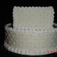 Square/round Diamond Impression With Pearls Cake dummy with diamond impression and pearls.