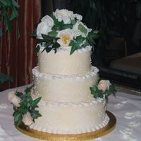 Round Wedding Cake With Silk Flowers