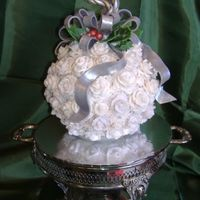 Christmas Kissing Ball Cake