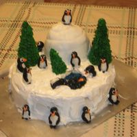 Penguin And Winter Scene Taken from a bunch of lovely versions from CC. It was a lot of fun to play with fondant for the first time and I thrilled my roommate with...