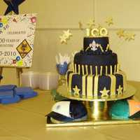 Cub Scout Blue & Gold Banquet Thanks to Boween and Kim McCall for inspiration. This cake had the 4 pack caps as the bottom tier with a 3 tier 14, 10, 6 above. The cakes...