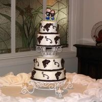 Janells_Cake.jpg This is my first wedding cake. The bride and groom had a fishing theme.