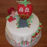 Strawberry Shortcake's House  Thanks to SO many CC members for the inspiration for this cake!! it's one of my favourites :) RKT house covered in fondant, fondant...