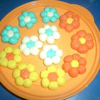 Flowers hand-molded flowers for the train-cake i did.