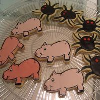 Charlotte's Web I did these cookies for my kids for movie night (we watched Charlotte's Web). NFSC with fondant and watered down americolor in black...