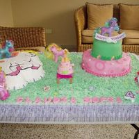 My Little Pony Vanilla, marble and chocolate cake. Buttercream and MMF accents. Thanks for looking and leave your comment.