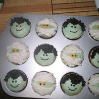 Creepy Cupcakes! I think they look like ELVIS! LOL