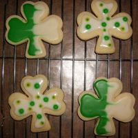 Shamrock Cookies Simple designs, these were really fun. Easy cookie icing from wilton