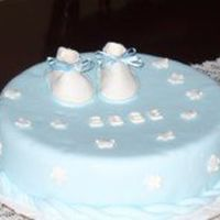Botitas.jpg   This is my first cake for a Baby shower. Vanilla taste, cover with fondant. Booties and flowermade of Pastillaje
