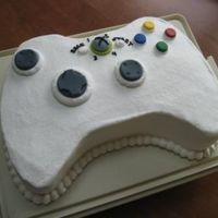 Xbox Controller Threw this together for my little bro's 15th birthday. BC with fondant accents - TFL!
