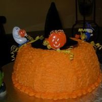 Emanuelcakesh8.jpg A simply halloween cake to enjoy with my son to sing happy birthday. TFL!