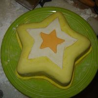 Star Cake white cake coverd in MMF sprinkled with a little shimer dust thanks for looking Samantha (age 15)