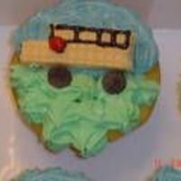 School_Bus_2.jpg I made these school bus cupcakes for school last year.
