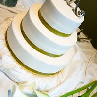 Round Wedding Cake This cake traveled 100 miles.... talk about nerve racking!!! It's simple round cakes with buttercream icing. 16 in, 12 in and 8in. (...