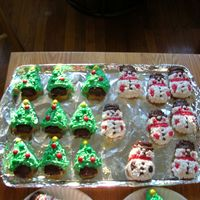 Mini Christmas Trees And Snowmen Cakes   vanilla cake and betty crocker vanilla frosting