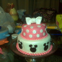 Minni Mouse   bottom in fondant top in BC