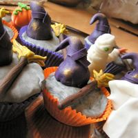 Halloween Cupcakes Made these for Halloween. Just for fun. Here in Holland we do not have that fun tradition!Tnx for looking! Cupcakes chocolate with...