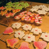 My 2006 Christmas Cookies!!! I love the holidays! So much baking to do :) I tried a new, less traditional, but more fun color scheme this year. I can't help that I...