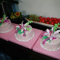 Pretty In Pink Sattelite Cakes satellite cakes of my pretty in pink cake....:-)