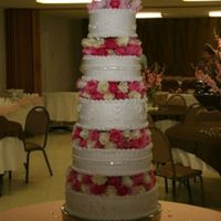 Lakan Rhinestone chain aound middle of each cake, b ordered on each side withalmost 10 dozen roses