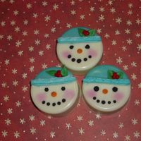 Christmas_Snowman.jpg   Snow Lady Cookies made in Oreo cookie mold from spinningleaf.com.