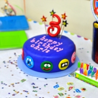 "Yo Gabba Gabba vanilla cake w/vanilla bc, covered in fondant w/fondant yo gabba gabba faces. gumpaste ""3"" on top. TFL!"
