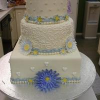 Daisy Cake   fondant covered with gumpaste flowers
