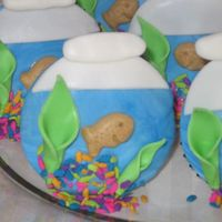 Fish Bowl My son spotted this cupcake in the Hello, Cupcake! book and wanted it for his fish themed birthday party. I did them after icing an actual...